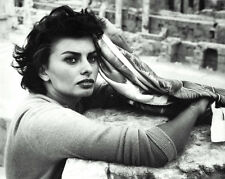 SOPHIA LOREN LEGENDARY FILM ACTRESS - 8X10 PHOTO (ZZ-283)