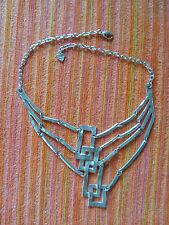 DOLCE VITA : collier ras de cou , métal argenté , design géométrique.
