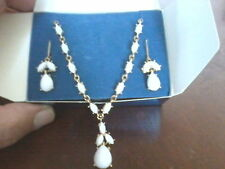 "2009 Avon White Cabochon ""Y"" Necklace and earrings gift set F3278671"