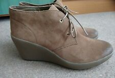 New Clarks women Nice Melody khaki real suede wedges booties uk 8 D lace up