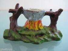 INDIEN ancien en  composition ELASTOLIN feux de camp avec marmite