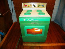 "1968 TOPPER ""SUZY HOMEMAKER"" Safety Oven"