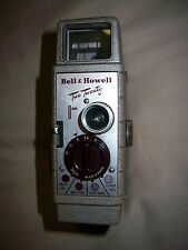 """VINTAGE 8 mm BELL & HOWELL """"2-20"""" 8 MM MOVIE CAMERA AND LEATHER CASE"""