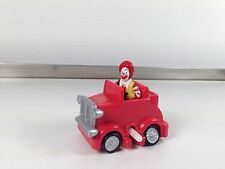FIGURINE RONALD MC DONALD  EN VOITURE  1994