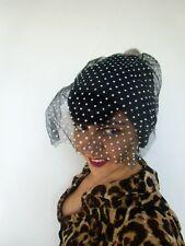 Bonnet original streetwear noir voilette pois blancs pompon fausse fourrure gris