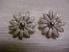 Vintage 1980's White Enamel Silvertone Daisy Flower Design Clip on Earrings