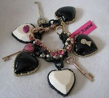 BETSEY JOHNSON HEART/KEY STATEMENT BRACELET~VALENTINES HEART COLLECTION~NWT~RARE