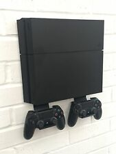PS4 Wall Mount Kit In Nero, comprese le parentesi per contenere controller