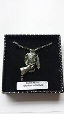 B31 Hawk sobre el guante Estaño Inglés 3d Platinados Collar 18 Pulgadas