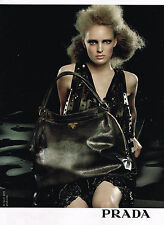 PUBLICITE ADVERTISING 104  2009  PRADA   boutique maroquinerie sac