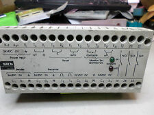 SICK SAFETY INTERFACE RELAY - LCUX1-400 -- 1 013 410  --  24DC -- Qty Avail