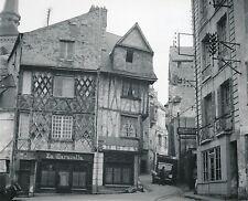 SAUMUR c. 1950 - Maisons à Colombages Place St-Pierre Maine-et-Loire - DIV 5146