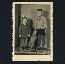 BOY, GIRL & BIG TEDDY BEAR / JUNGE, MÄDCHEN & TEDDYBÄR * Vintage 30s Photo PC