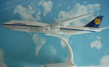 Herpa Wings 1:250 SNAP -FIT  Boeing 747-8  Lufthansa Retro Köln 610599