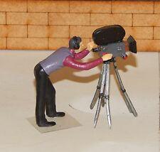 TV. / MOVIE / NEWS - CAMERAMAN & CAMERA...    - 1/32 Painted Metal Figure