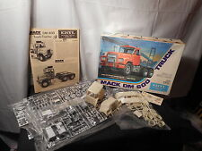 Model Semi Mack DM 600 Truck