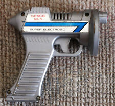 VINTAGE 1970s SILVER SUPER ELECTRONIC SPACE RAY GUN