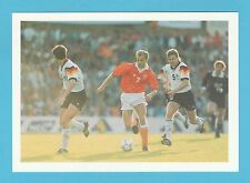FOOTBALL - BARRATT POSTCARD - WORLD  BEATERS  -  BERGKAMP  OF  HOLLAND
