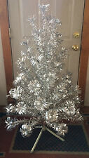 VINTAGE EVERGLEAM ALUMINUM POM POM CHRISTMAS TREE 4 FT 58 BRANCHES COMPLETE BOX