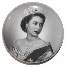 "1"" (25mm) Young Queen Elizabeth II Button Badge Pin - High Quality - MADE IN UK"