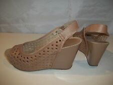 Reaction Kenneth Cole Women's Leather Wedge Slingbacks Sandals Tan Size 7.5M