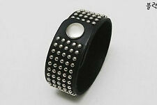 Bracelet Noir  type cuir noir clou clouté mode tendance fashion