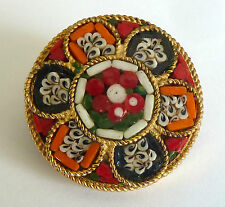 A VINTAGE 1950s GOLD TONE MOSAIC BROOCH WITH A FLOWER DESIGN