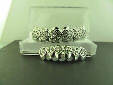 GRILLZ SILVER  CZ HEART SHAPE TOP AND BOTTOM MOUTH GRILLS  L013s013