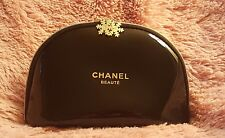 Medium CHANEL Beaute Snowflake charms Cosmetic Makeup Bag patent leather black