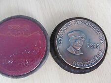 Russia sovietica Medaglia Tavolo, 60 ° anniversario della costituzione dell'URS