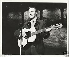 CHRISTOPHER PLUMMER SOUND OF MUSIC  10X8 VINTAGE  PHOTO RARE  GUITAR  SHOT N2