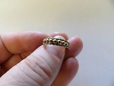 9 carat yellow gold keeper style narrow band ring size o G570