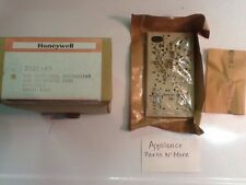 Honeywell Switching Sub-Base Thermostat Cool Off Heat 7601-43, Y491A 1109