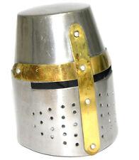 Miniatur mittelalterlicher Helm / Topfhelm Mit Hartholz Ausstellungs-ständer
