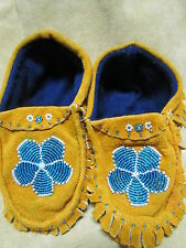 ADORABLE NATIVE AMERICAN MOCCASINS 7&1/2 INCHES LONG BLUE FLOWER DESIGN