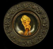 Assiette murale peinture sur porcelaine de Paris contour cuivré c 1880 30 cm