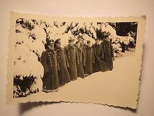 Gruppe Soldaten in Uniform im Winter mit Mantel & Mütze - 2. Weltkrieg / Foto