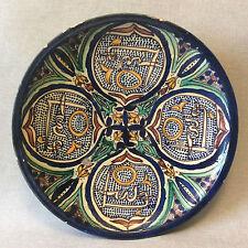 Maroc Fès céramique plat décor polychrome XX ème céramiste à identifier
