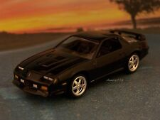 1992 92 CHEVY CAMARO Z/28 COLLECTIBLE 1/64 SCALE DIECAST MODEL - DIORAMA