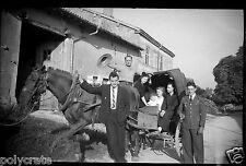 Groupe famille calèche cheval - négatif photo ancien an. 1940 negative