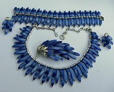 Amazing Lisner Blue Flame Egyptian Revival Parure Thermoset Super Rare Pattern