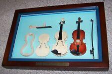 Vetrinetta quadro in legno con violini in miniatura