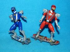 POWER Rangers RPM Rangers Rosso e Blu con skaeboards