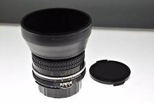 Nikon Nikkor 50mm f/1.8 Ai estándar. como Nuevo-Cond. +HR-1 Capucha. primer fantástico!