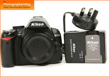 Nikon d3000 Digital 10mp SLR Camera Corpo BATTERIA, CARICABATTERIE GRATIS UK P & P