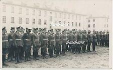Foto/AK Kaserne Name ? Offiziere mit Ordensspange-Säbel usw. (i58)