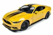 AUTO WORLD 1:18 MUSCLE CARS USA 2016 FORD MUSTANG GT DIECAST CAR AW229