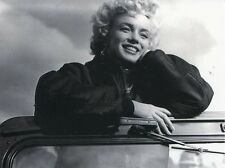 POST CARD OF OLD PHOTOGRAPH OF MARILYN MONROE WHILE ENTERTAINING THE TROOPS