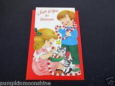#H826- Vintage Unused Die Cut Xmas Greeting Card Kids Making Popcorn Garland