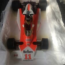 James Hunt M23 1/18 Canadá GP 1976 Minichamps Sin Caja externa